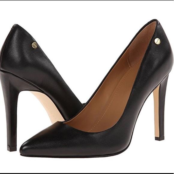 4dcf77a0be19 Calvin Klein Shoes - EUC Calvin Klein Brady Leather Pump (Size 9.5)